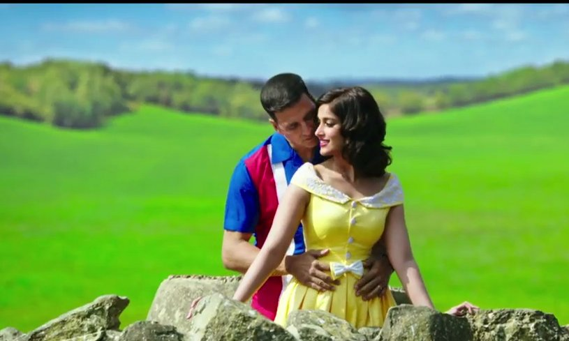 Ileana's yellow dress in rustom movie