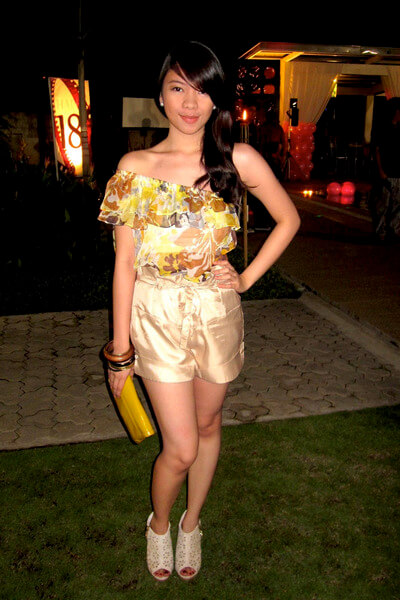 shapes-top-bayo-shorts-so-fab-shoes-forever-21-accessories-gold-purse_400 (1)