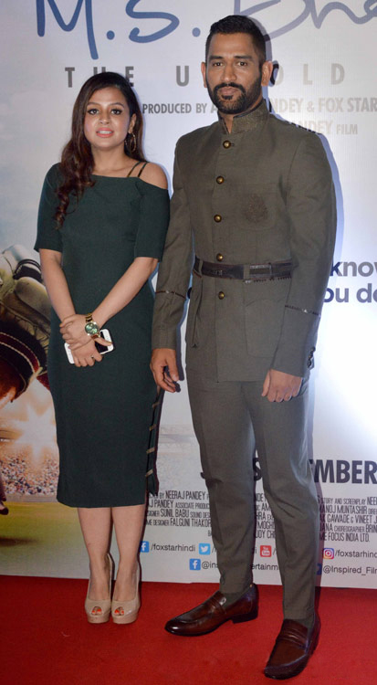 Sakshi Rawat in slim fit green dress in MS Dhoni Promotion
