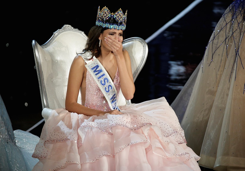 Miss Puerto Rico Stephanie Del Valle reacts after winning the Miss World 2016 Competition in Oxen Hill, Maryland, U.S., December 18, 2016. REUTERS/Joshua Roberts