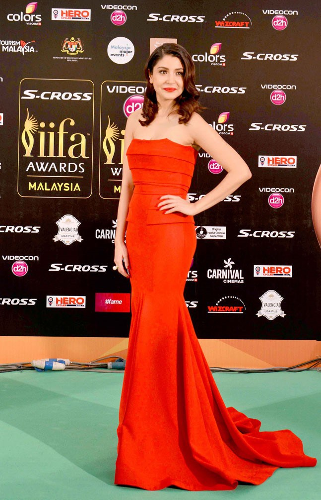 anushka sharma red dress