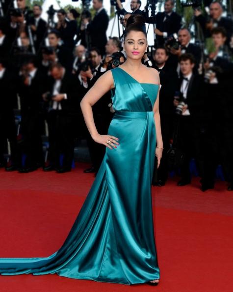 Aishwarya Rai One Shoulder Shimmer Gown